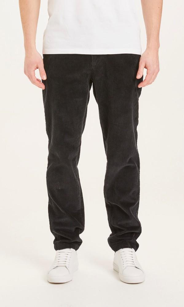 CHUCK regular stretched 8-wales corduroy pant Black Jet