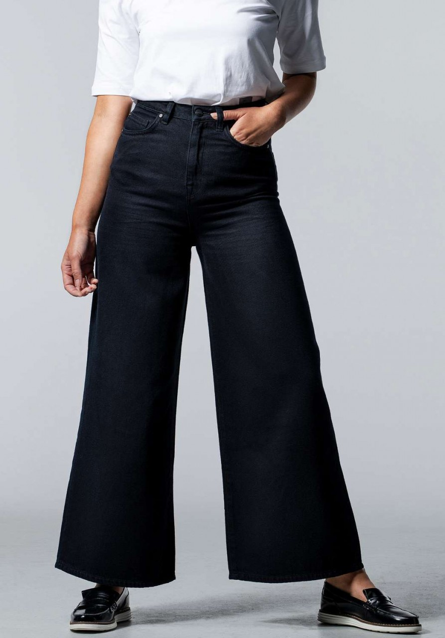 BARLERIA Wide Cropped Black Overdyed