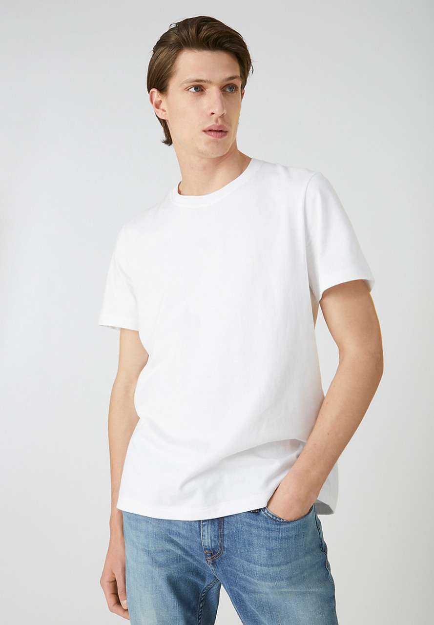 AADO white