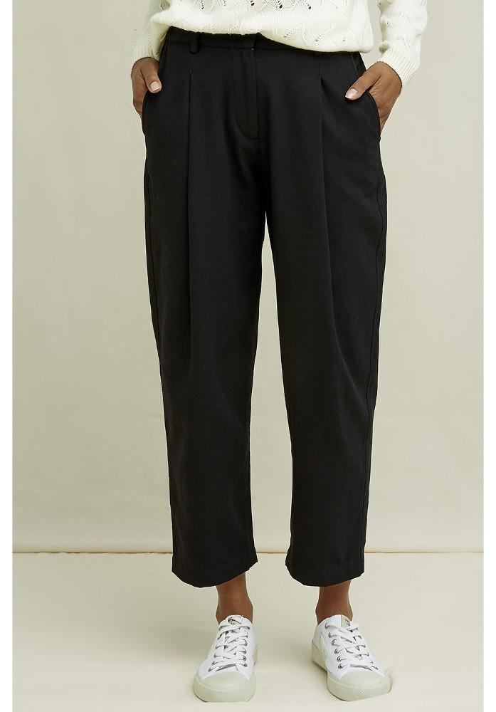 Helka Tapered Trousers Black